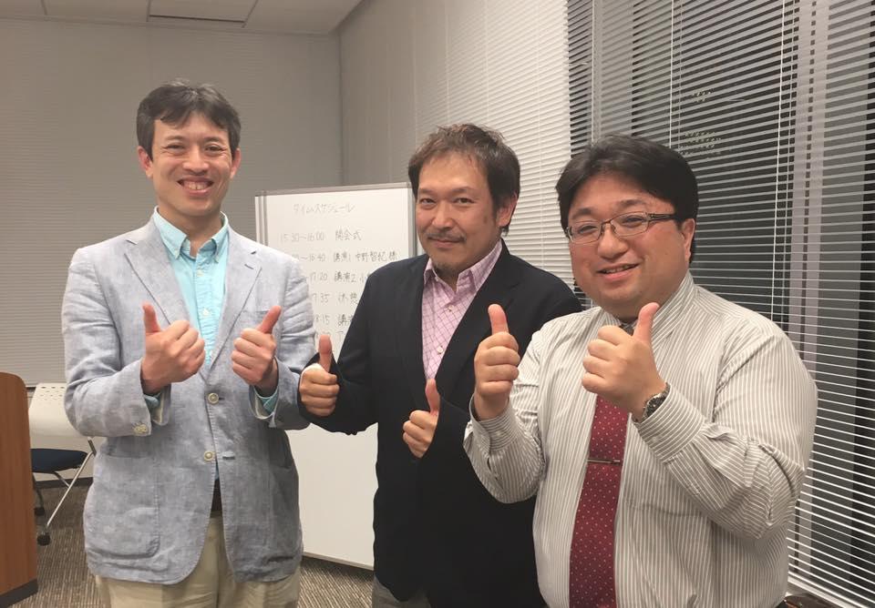 『Third Place交流会』での1コマ。写真右が、中野先生。(写真左は次回ご紹介する小泉さん。真ん中は次々回にご紹介する上原先生)