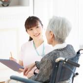 デイサービスで働く看護師の仕事内容、平均給与、向いているタイプとは?